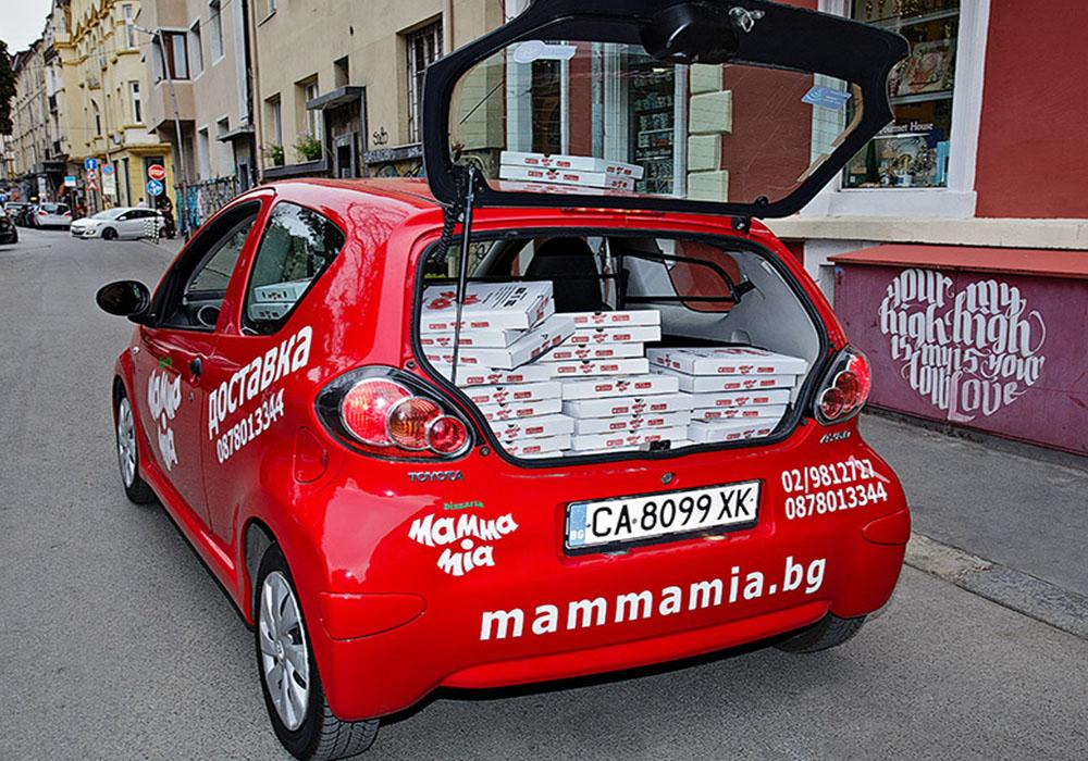 Брандиране на Тойота Айго за пицария МАММА  МИА